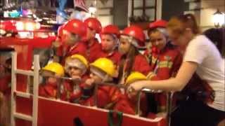 Смотреть видео Kidburg - город профессий. Куда пойти с детьми в Москве. онлайн
