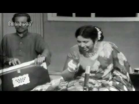Iqbal Bano Sings Live in  Nikhar- کچھ تو احساسِ زیاں تھا پہلے