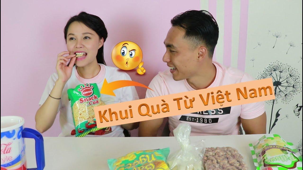Bắp Khui Quà Anh Hảo Đem Từ Việt Nam Qua II Bánh Snack Cua – Bánh Ngò Thần Thánh