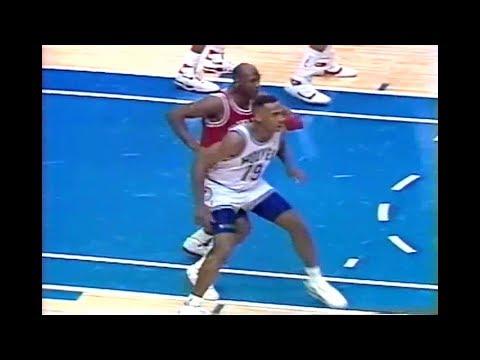Tony Campbell (26pts) vs. Bulls (1990)