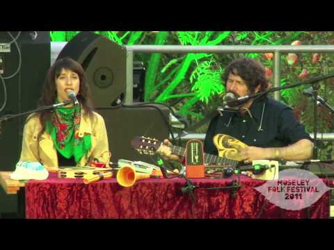 Gruff Rhys - The Court of King Arthur - Video - Moseley Folk 2011