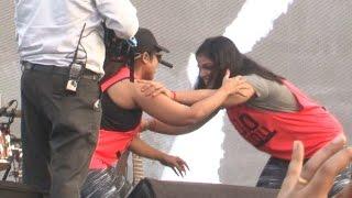 Sakshi Malik Vs RJ Malishka Wrestling Fight In Public