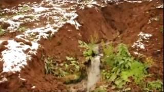 Нечистоты из канализационной трубы текут в Иньву(, 2016-10-24T11:10:18.000Z)