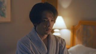 中村倫也、バズローブ姿でインタビュー 黒川芽以との撮影メーキングも 映画「美人が婚活してみたら」特別映像が公開