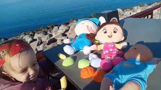 Prenses Melisa, Pepee ve Niloya' ya tost yedirdi. Funny Kids Videos. Eğlenceli çocuk videosu.