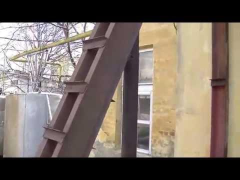 Усиление торца цеха старого завода металлоконструкцией.