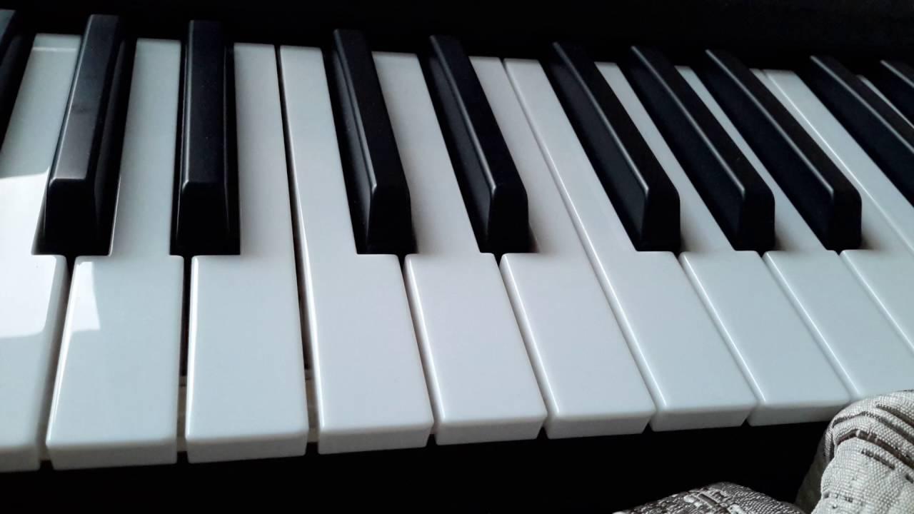 Как играть на пианино песню милион милион алых роз - YouTube