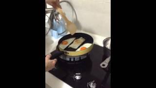 「Arnest 三格平底鍋」 影片 3 –同時煎好三顆荷包蛋,完全不會互相沾黏,輕鬆、省力、重點是超好吃的啦 !