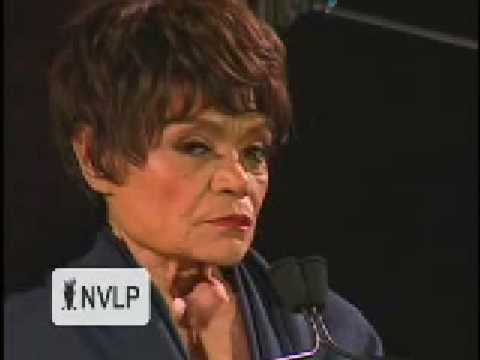 Eartha Kitt accepts an award at the 2008 NVLP Wisdom Awards