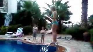 me jumpin in pool