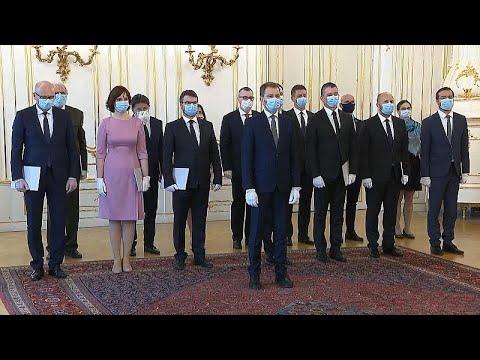 Slovakya'da yeni hükümetten koronavirüs gölgesinde maskeli yemin töreni