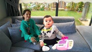 Masal Bebek Bakıcısı Oluyor 2 -  Kids Pretend Play Taking of Babies feeding