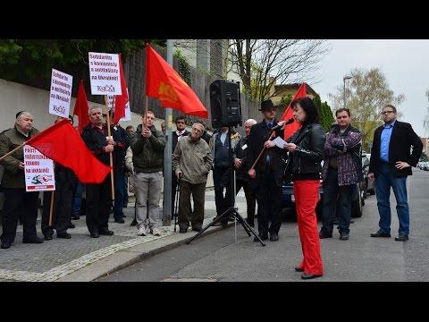 Demonstrace KSČM před velvyslanectvím Ukrajiny