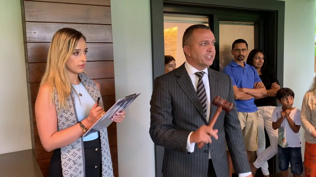 Around the grounds: auctions in Sydney with auctioneer Clarence White