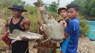 ทำกับดัก ดักปลายักษ์ในแม่น้ำกลางฝนแรง!!! ได้ตัวโคตรใหญ่