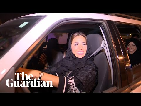 Saudi women put themselves in the driving seat as ban ends