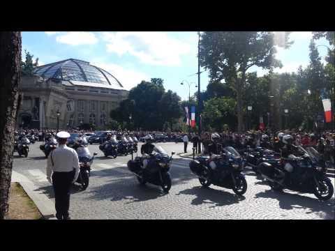 Convoi De La Reine Elizabeth II Dans Paris//Convoy Of Queen Elizabeth II In Paris