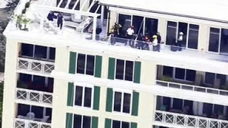 Repeat youtube video Raw: Man Rescued After Dangling Off Building