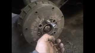 видео Как снять прикипевший  тормозной барабан ваз 2106