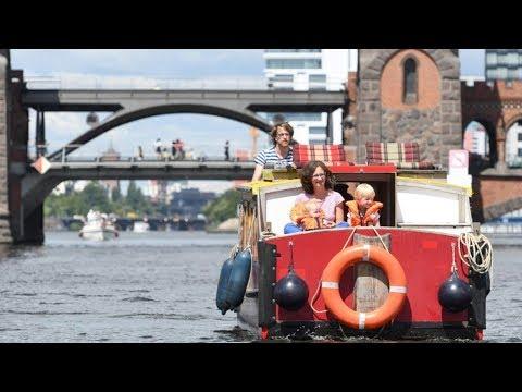 Mit Dem Hausboot Durch Berlin