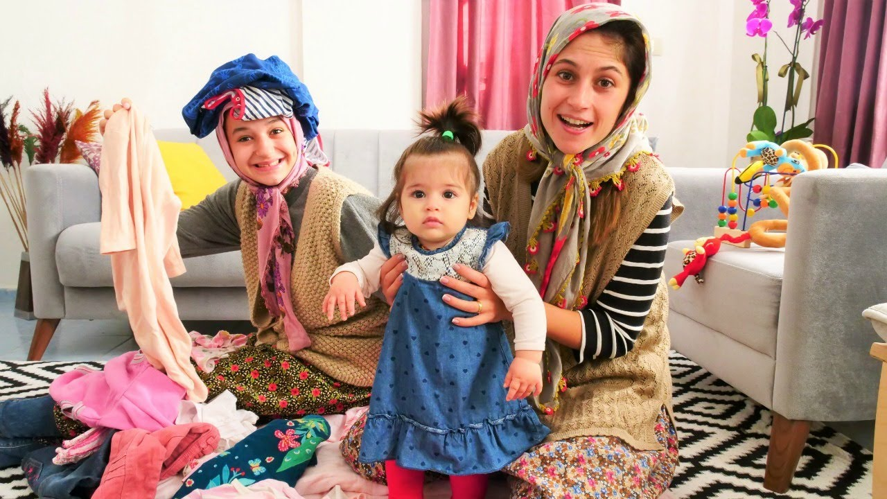 Fındık ailesi. Asiye  Defne'ye Selin'in bebeklik kıyafetlerini hediye ediyor