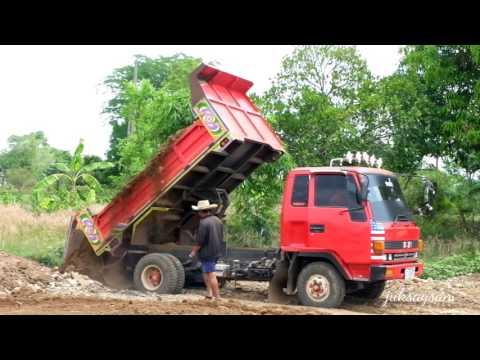 รถดั้มหกล้อสวยๆ  รถบรรทุกขนดินถมที่ Dump trucks