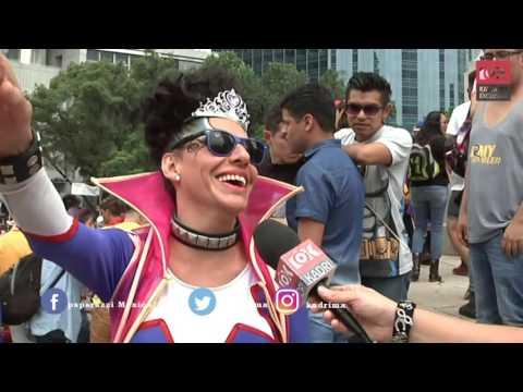 ¡Carnaval! Cachamos a varios famosos de incógnito en marcha gay