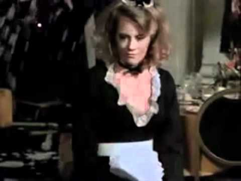 Cybill Shepherd pied in the face