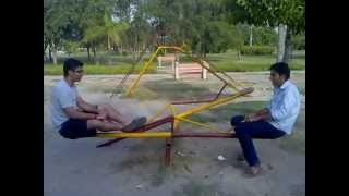 Aaj main upar aasman niche(Mohit and Masta enjoying on see saw)