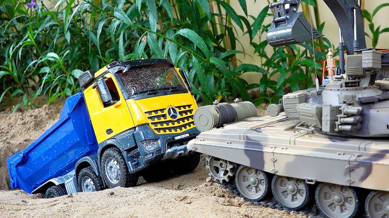 덤프트럭 구출놀이 탱크, 포크레인 중장비 장난감 놀이 Dump Truck Rescue with Tank Toys