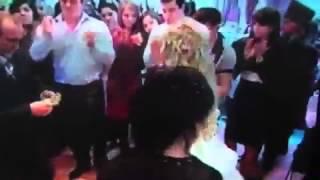 мужик ударил невесту