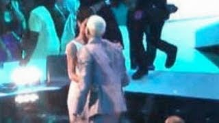 Rihanna and Chris Brown Kiss at VMAS 2012!