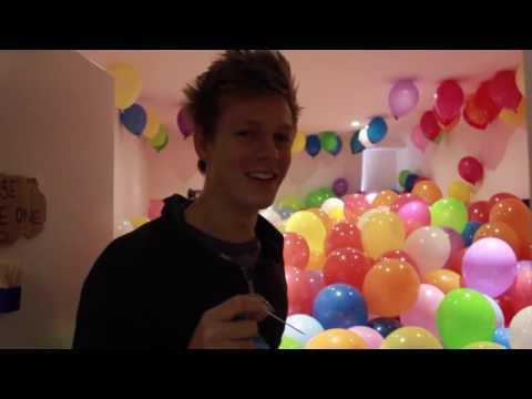 (ThatcherJoe 자막)Ultimate Balloon Prank On My Roommate