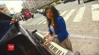 У Тбілісі за допомогою роялю намагаються привернути увагу до безпеки дорожнього руху