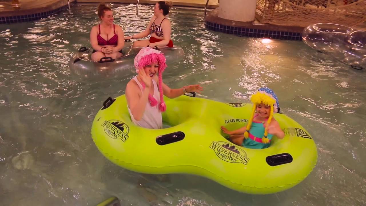 Jugando en el Parque de Agua - YouTube