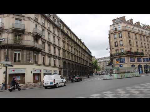 Walking in Paris - Rue de Rivoli, BHV