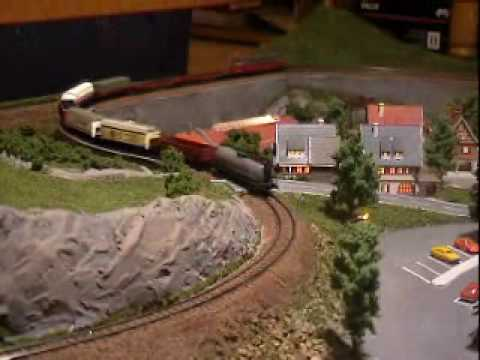 Coffee table Z-scale model train 04