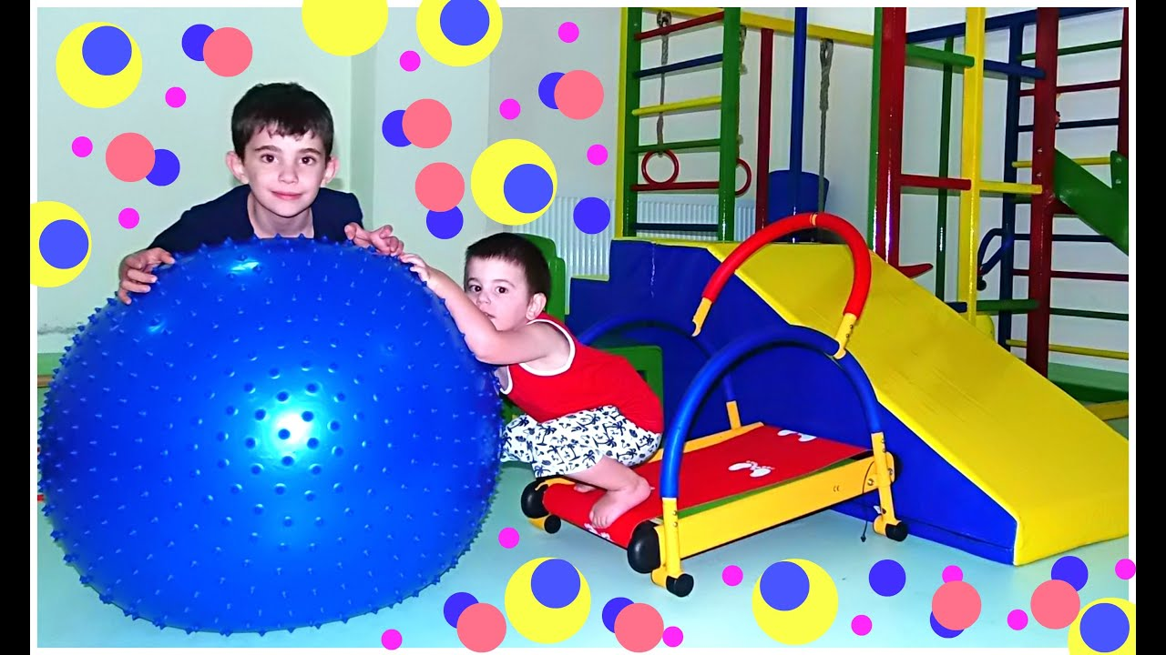 Small Indoor Playground for Children - Games room Balls ...