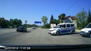 Polisin dur ihtarına uymayıp yan yola kaçan sürücüye kayıtsız kalması!
