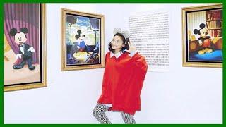 吳映潔就會扮可愛,穿紅色寬松上衣配條紋褲,看著像矮了10厘米 thumbnail