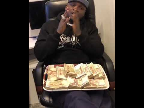 Khaligraph Jones shows off 1million Kenyan shillings
