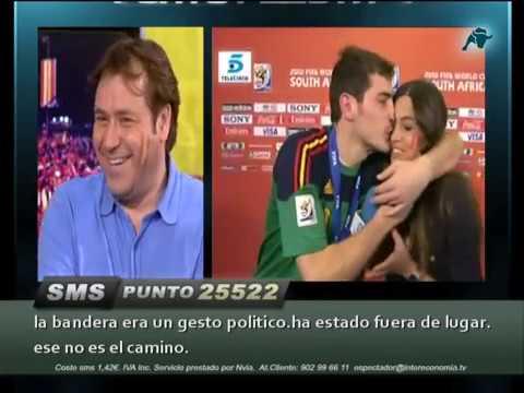 Beso Iker Casillas y Sara Carbonero en Punto Pelota