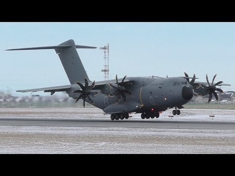 Royal Air Force Airbus A400M Atlas [ZM404] Landing at Calgary Airport ᴴᴰ