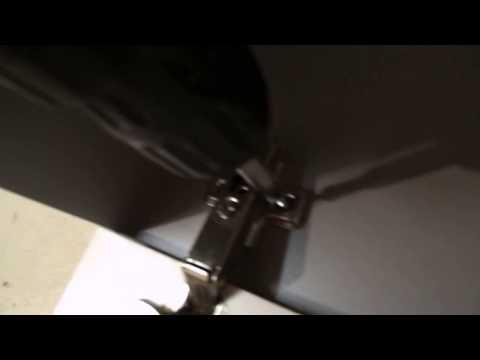 Сборка мебели. Установка двери из МДФ на навесной шкаф.