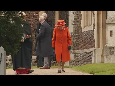Rainha Elizabeth II completa 92 anos; Veja como foi a celebração   SBT Brasil (21/04/18)