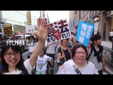 Japan: Thousands of young people march against Abe in Tokyo