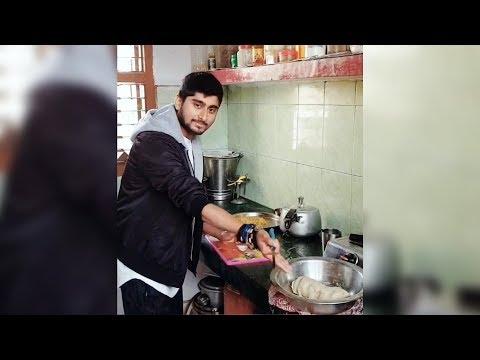 Deepak Thakur FUNNY COMMENTARY While Making Food | Bigg Boss 12 Fame