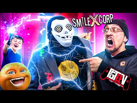 POOR ORANGES!  ESCAPE my EVIL BOSS while distracted by Shawn (SMILING X Corp FGTeeV Gameplay/Skit)