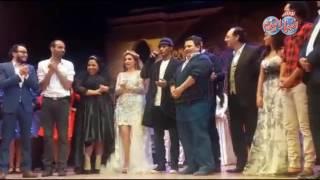 أخبار اليوم | محمد سامي ومي عمر ضيوف مسرحية