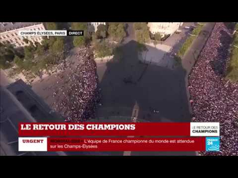 En IMAGES : Ambiance complètement dingue sur les Champs-Élysées - Le RETOUR des CHAMPIONS